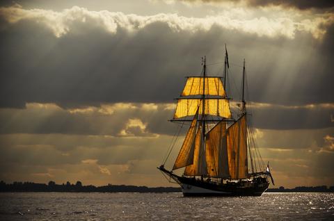 becalmed-ship