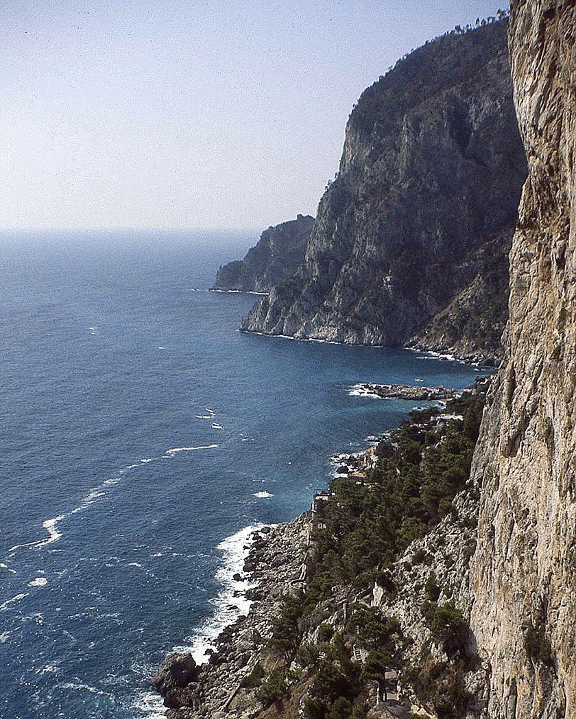 capri-cliffs_crop_840x1048_shrp+41